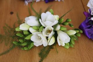 Rangkaian Bunga Freesia sederhana
