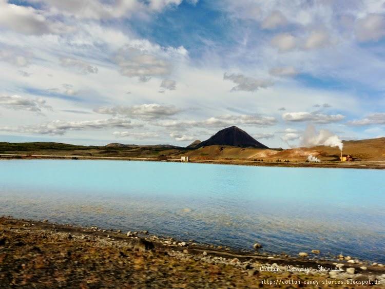 See in der Nähe von Mývatn, in der Farbe der Blauen Lagune