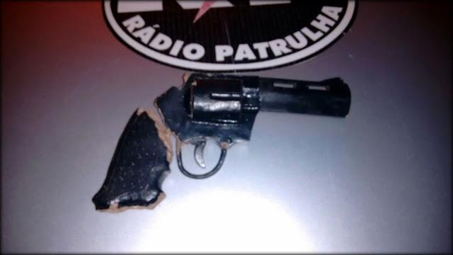 Polícia detém homem portando arma de BARRO em Nossa Senhora do Socorro