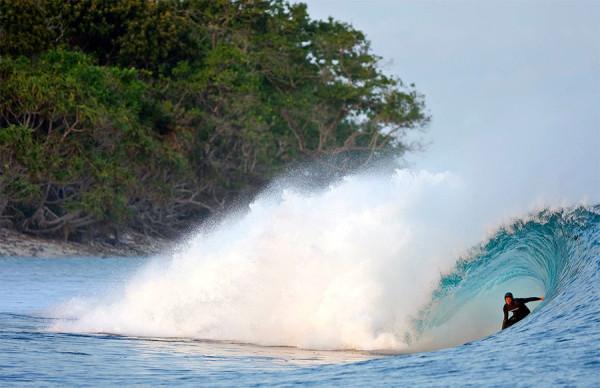 Surfing di Pulau Panaitan Ujung Kulon