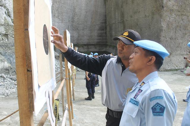 Personel Rutan Kebumen Latihan Menembak bersama Polres Kebumen