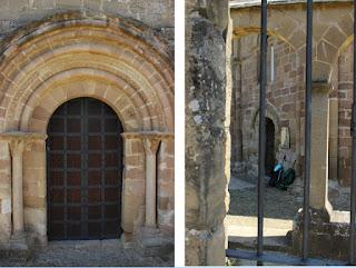 Las dos puertas de acceso a la iglesia de Eunate