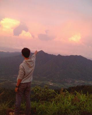 foto sunset di puncak gunung pulosari