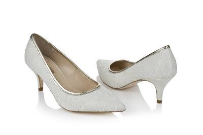 Model sandal high heels yongki komaladi Terbaru