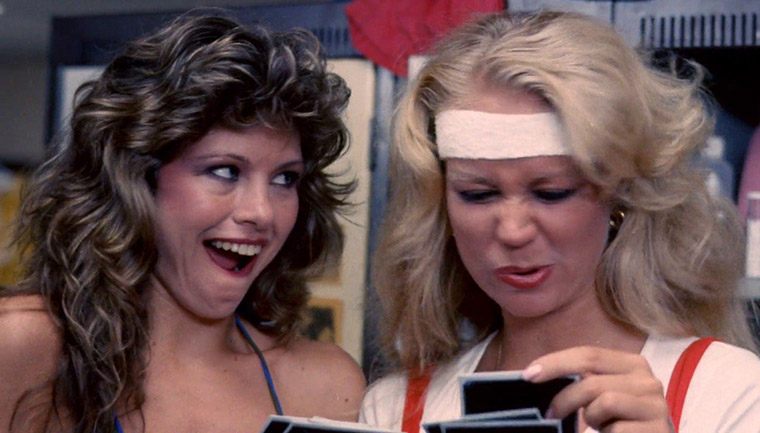 Jennifer Babtist und Cindy Manion in THE TOXIC AVENGER (1984). Quelle: Troma Inc.