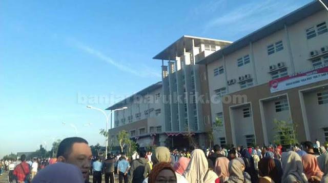 Proses pemindahan gedung Rumah Sakit Umum Daerah (RSUD) Idaman Banjarbaru mulai berdampak pada pelayanan. Betapa tidak, selama dua hari pada pekan kedua September 2016, RSUD Idaman bakal menghentikan pelayanan kesehatan untuk sementara waktu.