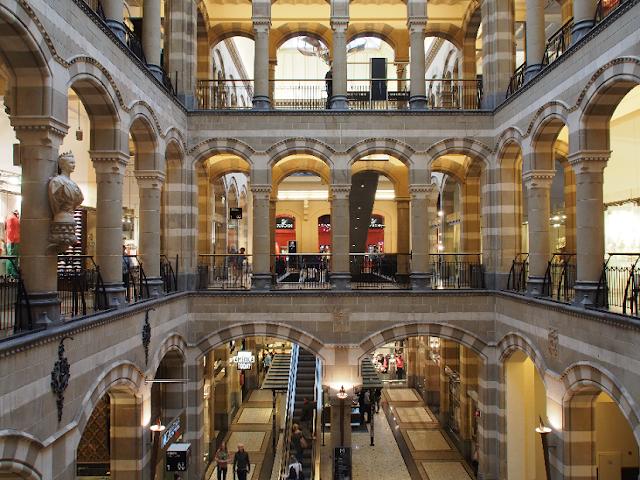 Conheça os shoppings e lojas de departamento em Amsterdã
