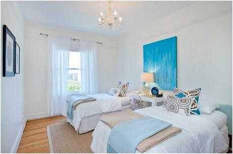 Coole-gästezimmer-bilder-Ideen-mit-weißen-Wänden-und-hellen-Holzböden-Albany-Recycling-Glas-Tischlampe