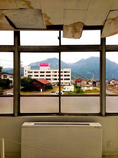 通運ビルからの小野子山、十二ヶ岳