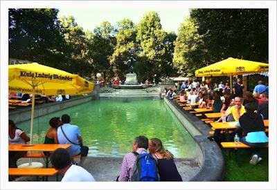 Przy fontannie - Vater-Rhein-Brunnen