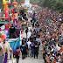 Ríos de gente rinden tributo a Momo en Plaza Carnaval 2016