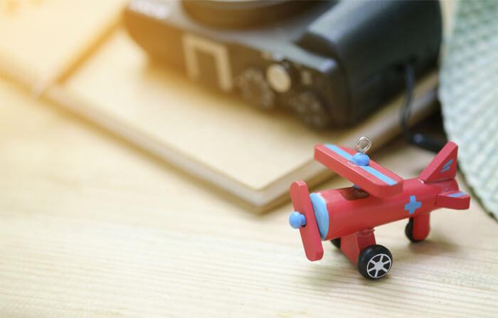 foto modellino aereo in legno