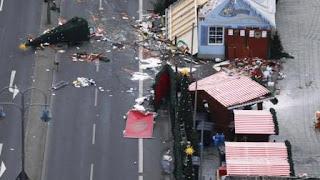 Su documento de identidad fue encontrado dentro del camión del atentado, pero el hombre podría ocultarse bajo al menos dos alias.
