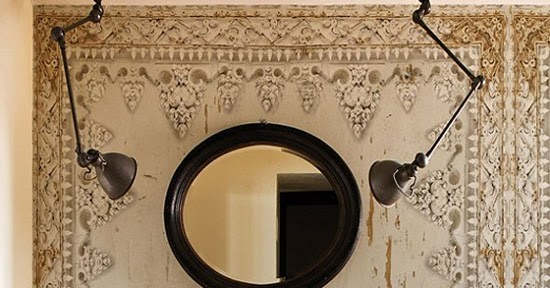 vosgesparis: A bit of drama in the bathroom  Bathroom and outdoor wallpaper