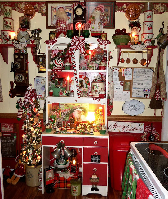 Gingerbread and Candy Christmas Kitchen, Christmas Home Tour, 2018