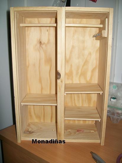 Monadi as armario para las mu ecas reciclado - Armario para guardar juguetes ...
