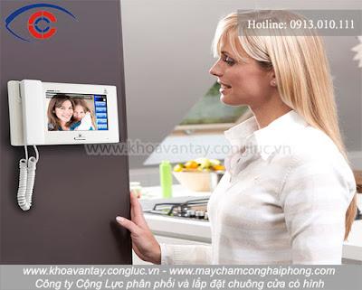 Chuông cửa có màn hình không chỉ mục đích thay thế chuông cửa bình thường mà còn tích hợp nhiều ứng dụng giúp chủ nhà có thể kiểm soát an ninh, an toàn cho nhà, biệt thự của bạn.