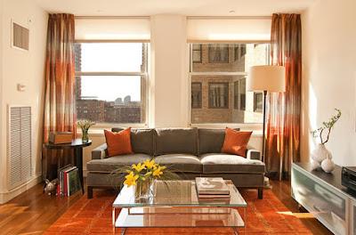 Phòng khách ấm cúng, gần gũi với gam màu nâu gỗ tự nhiên làm chủ đạo