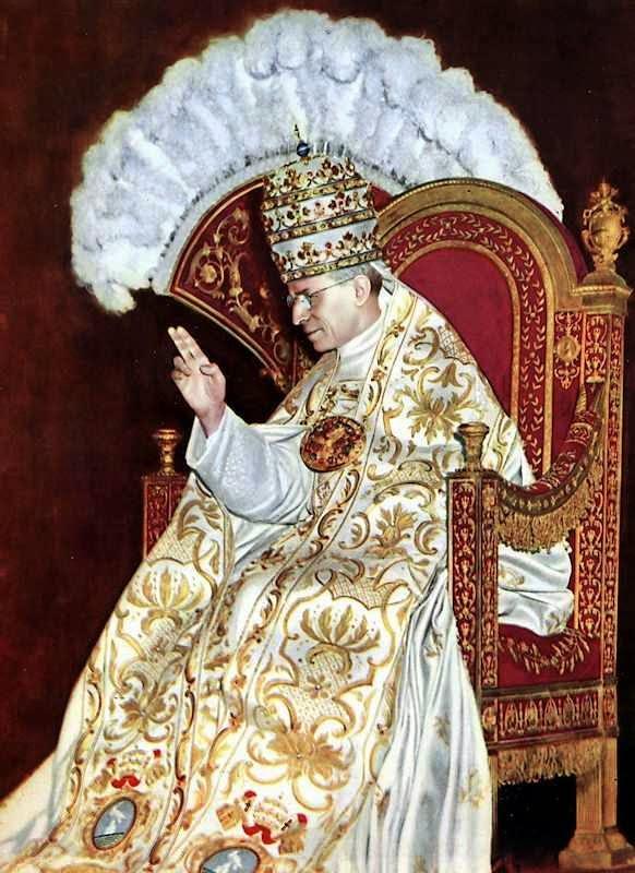 O Papa Pio XII no dia de sua coroação.