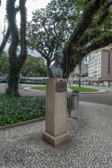 Herma com busto do Professor Alfredo Parodi na Praça Rui Barbosa