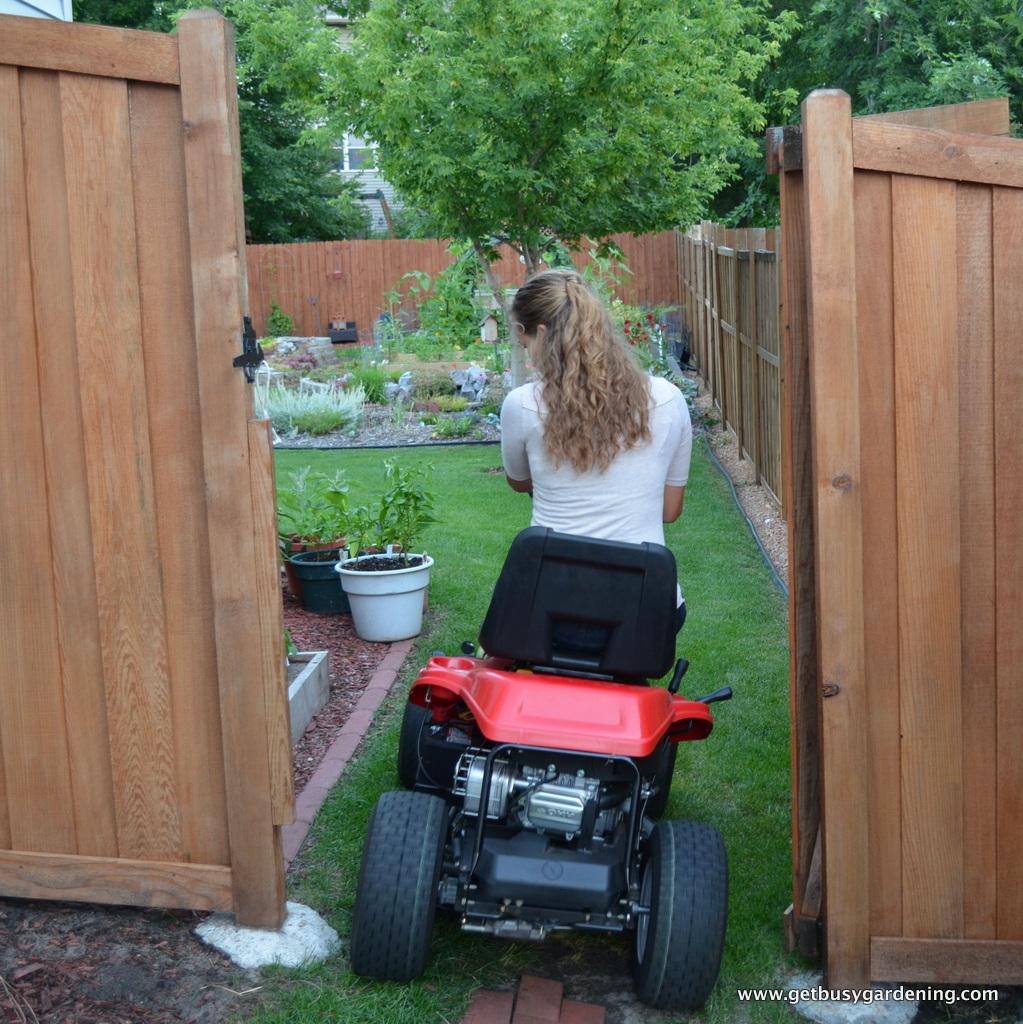 Product Review: Troy-Bilt Neighborhood Riding Mower