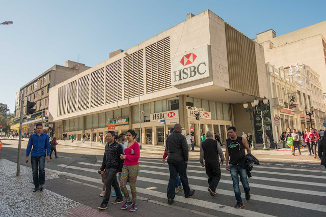 Uma agência bancária projetada por Rubens Meister