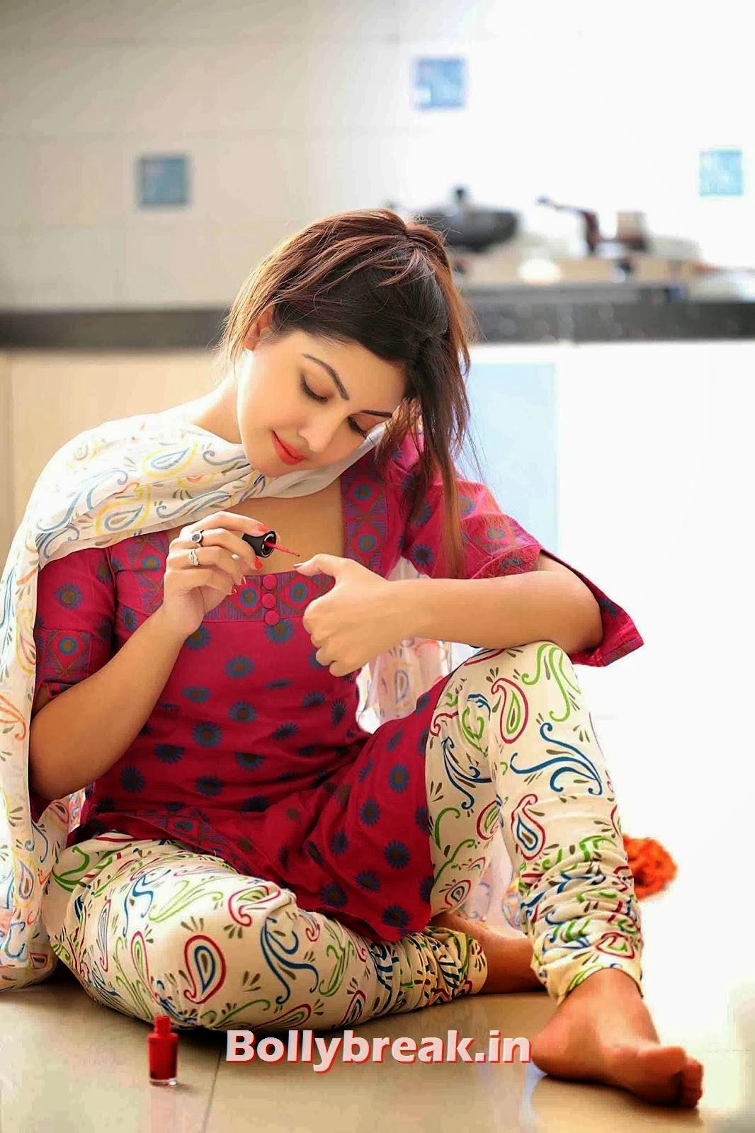 , Komal Jha Pics in Punjabi Suit