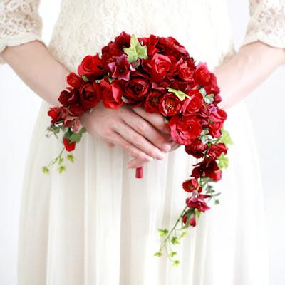 ガーデンローズのクレッセントブーケ(赤)-ウェディングブーケと花髪飾りairaka
