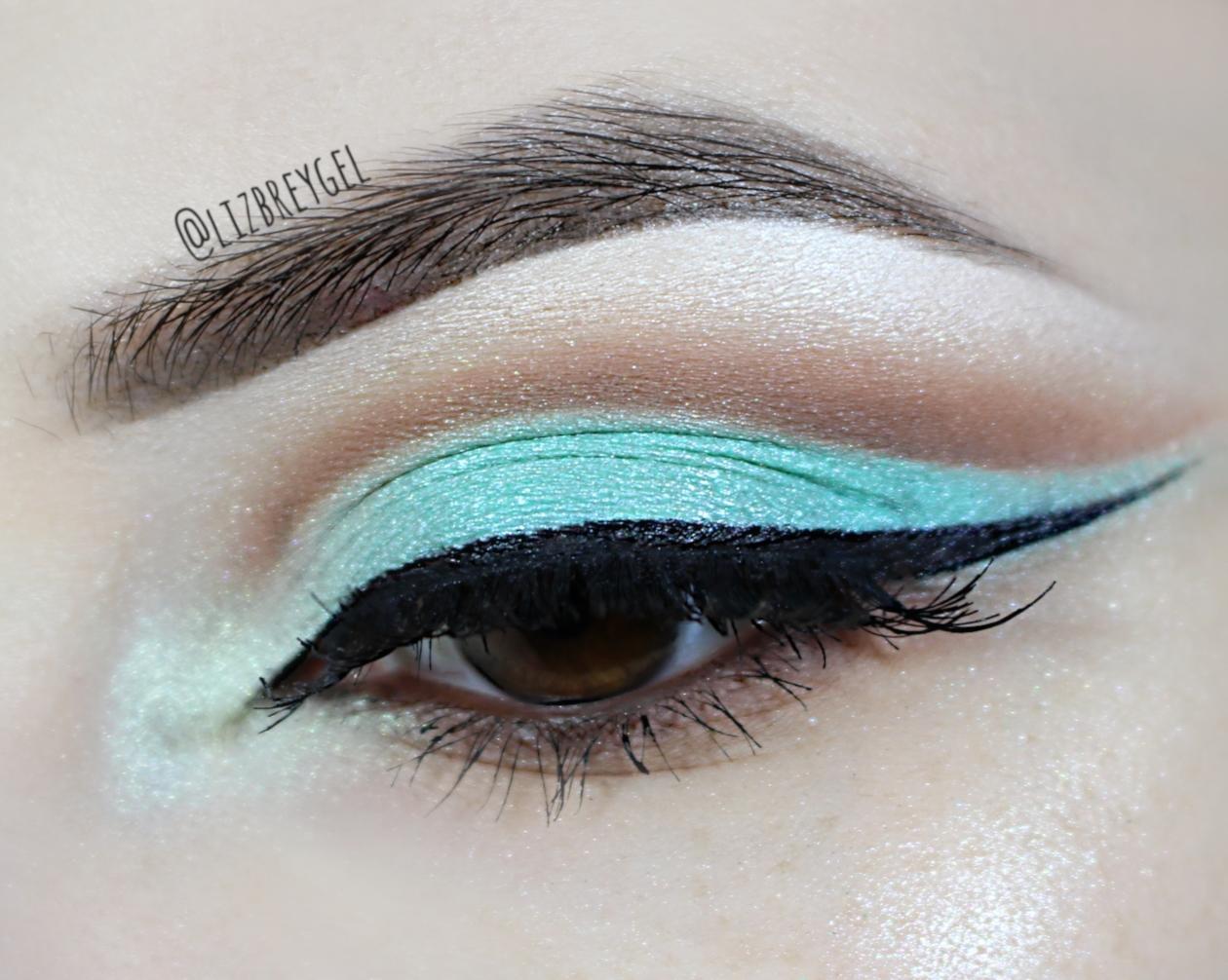 eyeshadow eyeliner cheat for small eyelids hooded eyes step by step tutorial how to cut crease makeup look