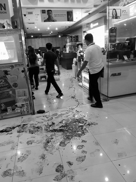 Customer stabbed to death by store manager in QC mall
