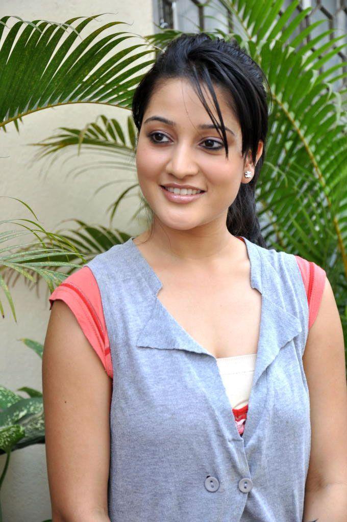Indians Film Star: Ritu Barmecha New Cute Stills HQ Wallpaper