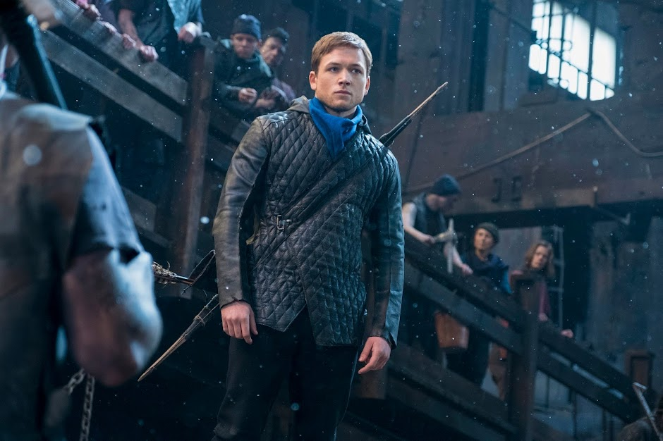 """Taron Egerton e Jamie Foxx estampam pôsteres inéditos de """"Robin Hood"""""""