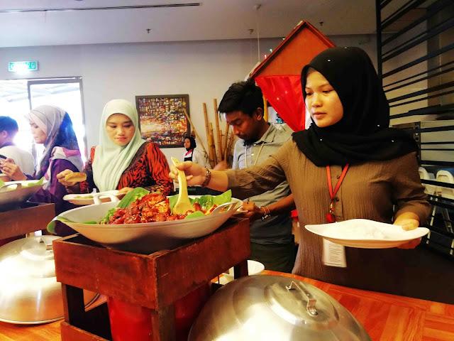 Ancasa Royale Pekan Ramadan Buffet Tema Kampung Boy