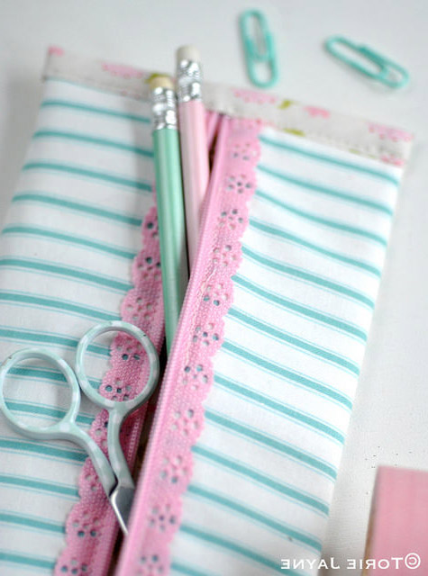 Pretty Lace Zip Pencil Case Tutorial. How-to step by step