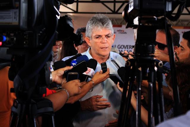 Ricardo anuncia reajuste de 6,81% para magistério e dobra remuneração até dezembro, além de 19% para segurança