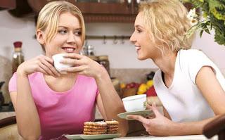 Open minded Cara cepat, mudah menjadi teman curhat yang asik, menjadi teman bicara yang menyenangkan itu tidak sulit, semakin sering mencoba semakin cepat terbiasa.