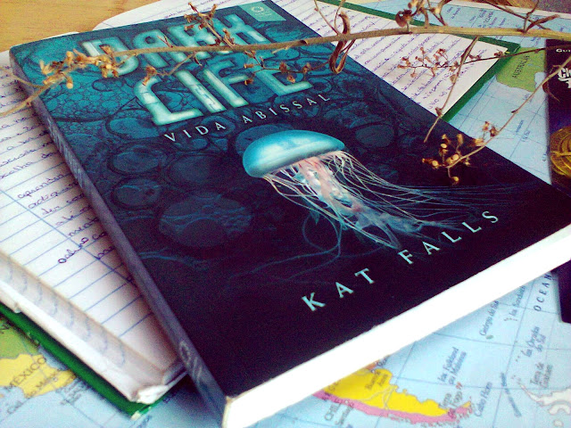 Dark life, vida abissal, Kat Falls