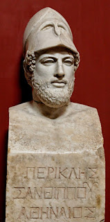 Pericles y su casco de estratego.