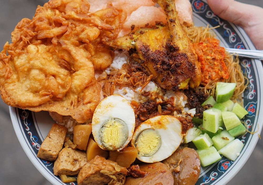 Nasi Uduk dan Ketupat Sayur Encim Sukaria (pergikuliner.com)