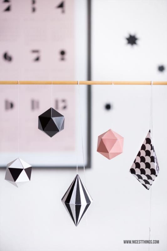 Papier Dodecaeder Oktaeder Deko Elemente Baumschmuck geometrisch Anhänger Rie Elise Larsen #baumschmuck #nordisch #skandinavisch #geometrisch