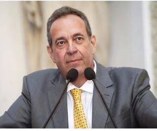 Governador nomeia ex-prefeitos e 300 pessoas nos últimos meses