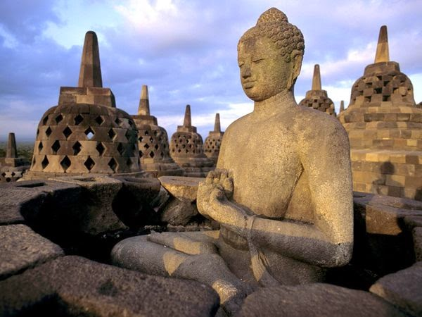 Sejarah Candi Borobudur Lengkap - Patung Buddha