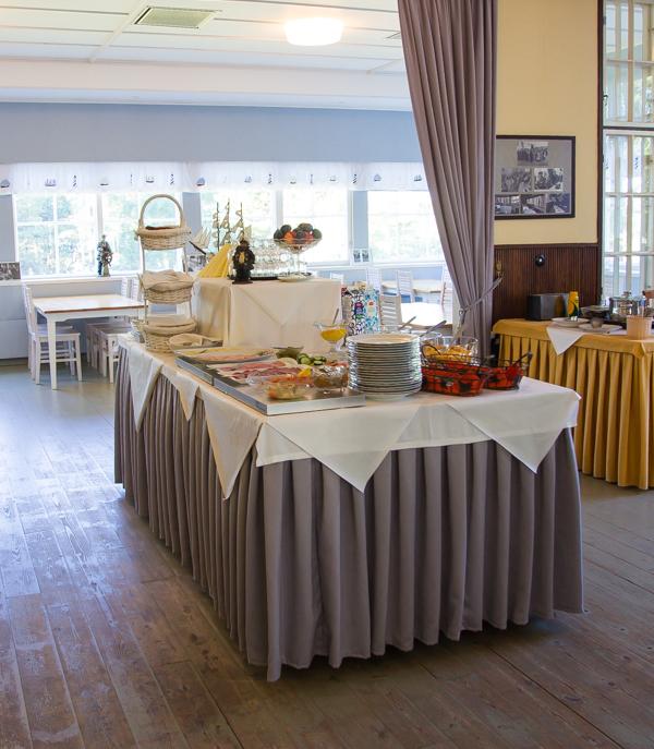 mäntyluodon hotelli aamiaispöytä aamiainen