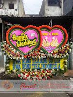 bunga papan bentuk hati, bunga papan pernikahan, bunga ucapan selamat, toko karangan bunga, toko bunga jakarta, toko bunga, florist jakarta, karangan bunga happy wedding, bunga papan grand opening