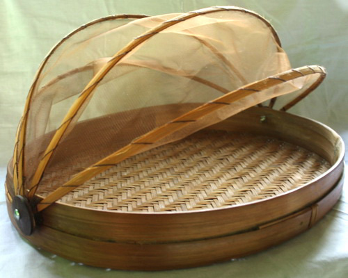 www.Tinuku.com Mas Prinx studio designing food tray made of woven bamboo and has transparent cover construction