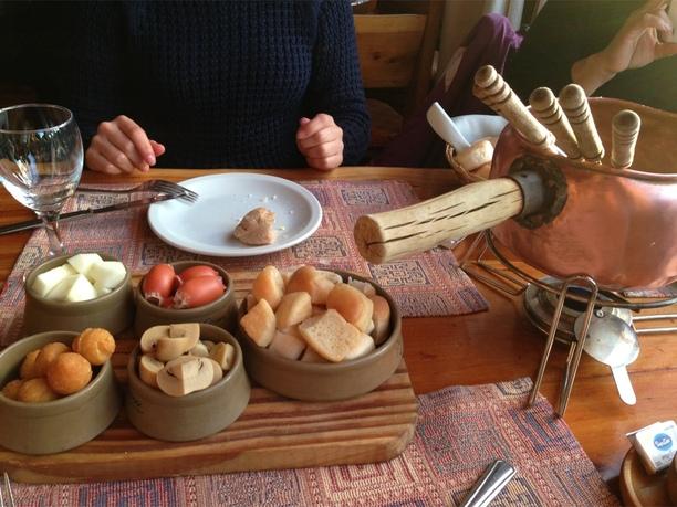 Comer fondue e tomar chocolate quente em Bariloche no inverno