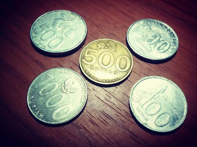 uang logam tidak berguna di Tanimbar