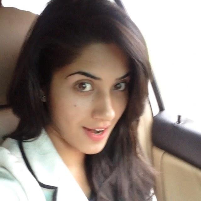 nagni 2 😝😝, Ruhani Sharma Hot Pics, Punjabi Model Ruhani sharma Selfie Image Gallery
