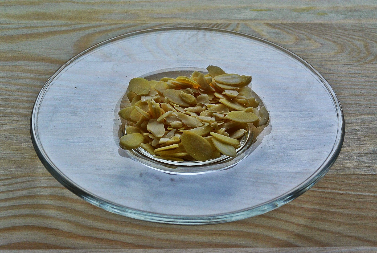 Jaglaniec - ciasto z kaszy jaglanej - płatki migdałowe