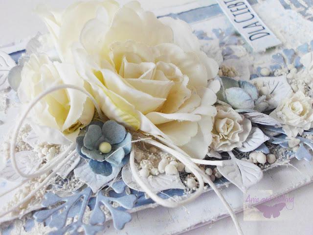 szczegóły na kartce -kwiaty, kulki, sznurek, listki